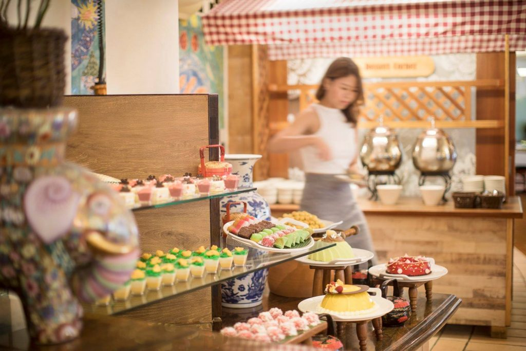 halal buffet asian market